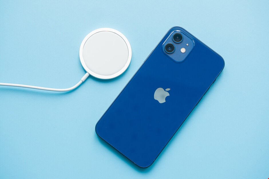 تصاویر iPhone 12
